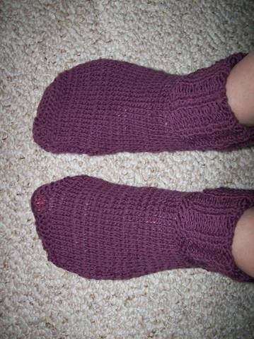 Knitted Slippers Pattern With Two Needles : KNITTING SOCKS WITH CIRCULAR NEEDLES Free Knitting Projects